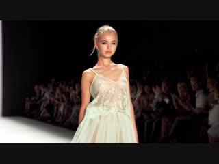 hudaya-moda-bolshih-sisek-na-podiume-foto-video