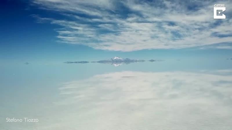 Крупнейшее в мире соленая пустыня в Боливии Салар де Уюни площадь которого составляет 10 582 квадратных километра был затопле