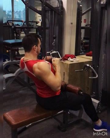 """Фитнес Тренер on Instagram: """"✅Тренировка спины: Разминка: 💥Подтягивания 💥рывок 2-х гирь 💥Ситап-пресс ——— Основная работа: 🔥Сумо 4х10-8-6 (100-110-1..."""