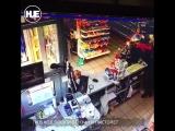 В Москве грабитель с помощью пистолета и канистры бензина обчистил заправку