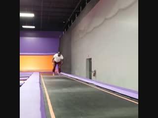 Теренс Кроуфорд использует акробатические элементы в своих тренировках
