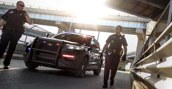 Новый Ford Explorer дебютировал в полицейской форме Фото: компания FordМировая премьера кроссовера Ford Explorer нового поколения состоится уже 9 января на специальном мероприятии в Детройте,