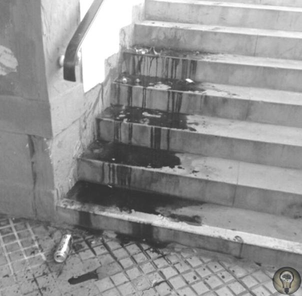 В японском городе Осака 34-летний мужчина направлялся к выходу со станции метро, когда его догнал незнакомый человек, ударивший ножом в живот и скрывшийся после в толпе