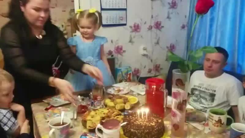 День рождение любимой племяшки))