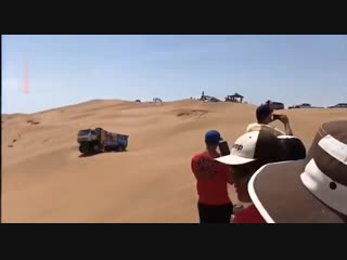 КАМАЗ во время гонки в Перу проехался по мужичку 60 лет