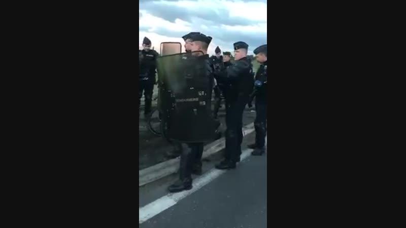 Voilà comment le gouvernement de Macron traite les gens.