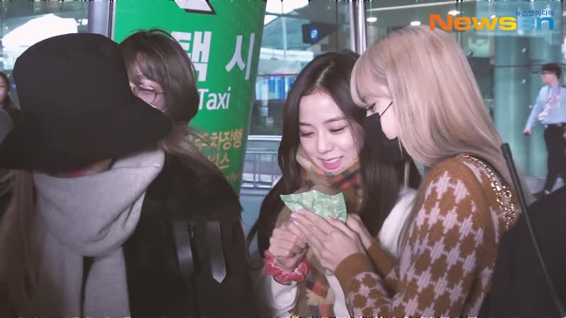 190121 BLACKPINK @ Incheon airport (Korea) from Soekarno-Hatta airport (Jakarta, Indonesia)