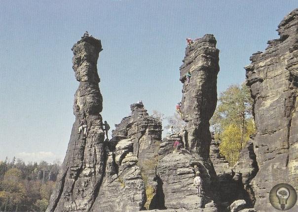 Святилище Экстернштайне магическая сила древних скал Экстернштайне (Externsteine) это причудливое скопление скал, расположенное вТевтобургском лесу (Teutoburger Wald)подХорн-Бад-Майнбергом