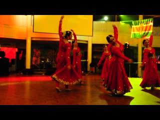 Bollywood - танцует