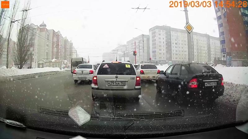 Маршрутка выехала на встреченную дорогу город Стерлитамак Улица Артема