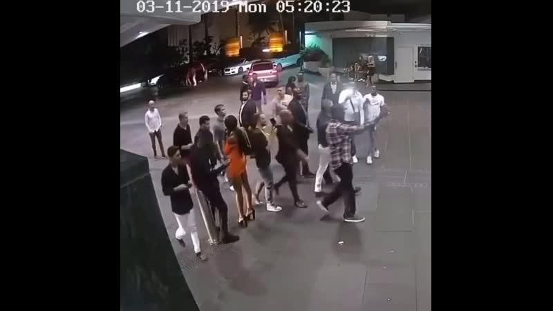 Конор разбил телефон фаната Веселые Кавказцы