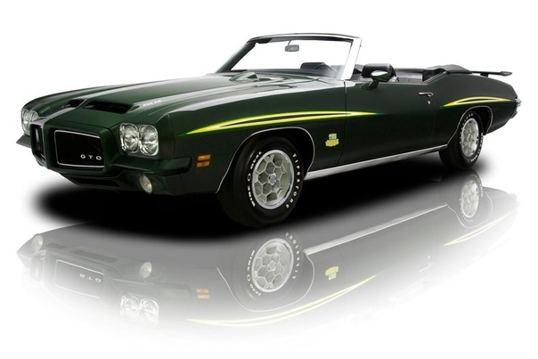 Понтиак 1971 года GTO Judge кабриолет Автомобиль GTO стал усовершенствованной моделью линии Tempest. Разработчиком был Джон Де Лорен и вдохновила его к созданию авто Феррари 250 GTO. В 1969 году