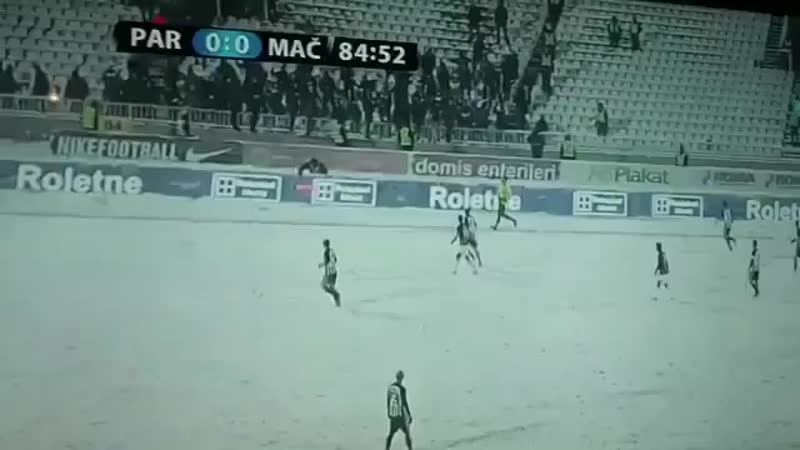 🇷🇸 Суровые фанаты «Партизана» обиделись на удаление игрока и обстреляли лайнсмена снежками