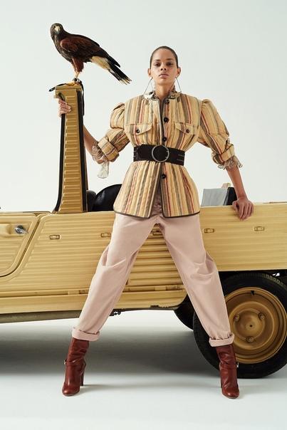Шаровары с принтами, стеганые жакеты и брюки клеш для бесконечно длинных ног в коллекции Etro. Часть 1 esort-2020Многие дизайнеры в этом сезоне взяли курс на стирание границ между мужским и