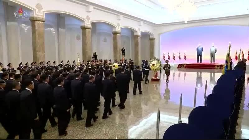 경애하는 최고령도자 김정은동지께서 민족최대의 경사스러운 광명성절에 즈음하여 금수산태양궁전을 찾으시였다