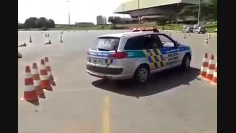 Как быстро выехать если на парковке зажалило