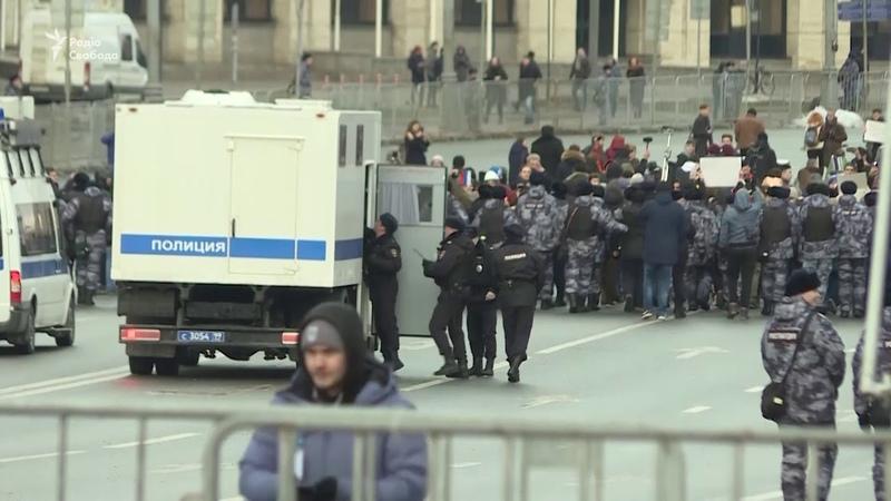 🇺🇦 У Москві затримали 13 учасників мітингу за свободу інтернету – відео РадіоСвобода