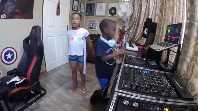 Check out Dj Arch Jnr (5yrs) and BK (7yrs) showing of their crazy skills._00.mp4