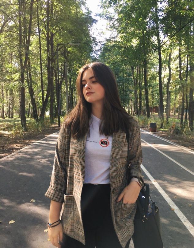 Соня Тихомирова |