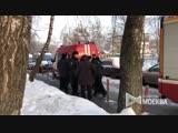 Оперативные службы у дома на ул. Костромская на северо-востоке Москвы после произошедшего хлопка