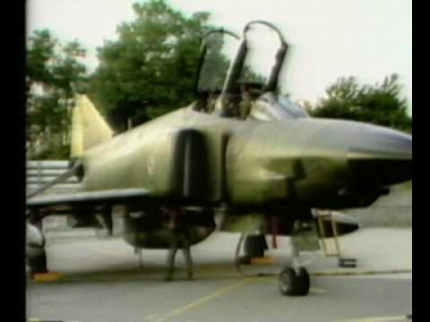 Bundeswehr Lehrfilm der TsLw 1 Normales Be und Enttanken einer F4 F Phantom 2