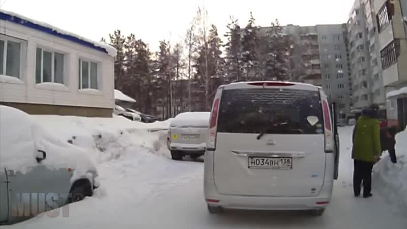 Женщина избила инвалида за то, что он просто не мог ровно стоял на дороге