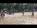 Sampaoli jogando futevôlei na praia de Santos