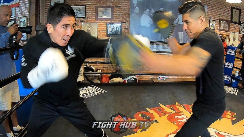 LEO SANTA CRUZ LAUNCHING TEXTBOOK BOXING COMBINATIONS AS HE HIGHLIGHTS TECHNIQUE AND POWER