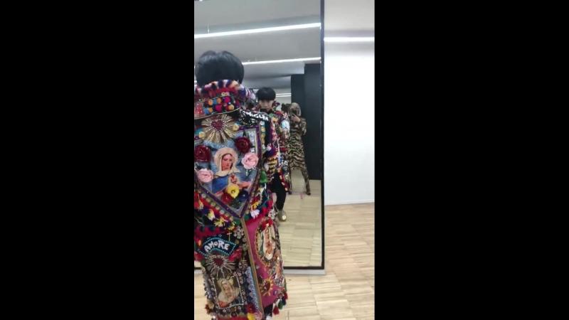 23 сентября 2018 • Instastory: Карди на показе DG в Милане