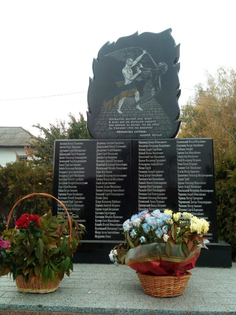 «Как он причастен к Небесной Сотне?»: в сети разгорается серьезный скандал вокруг памятника с голым козаком Гаврилюком