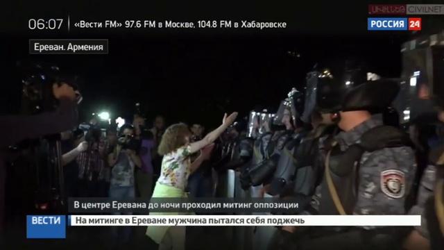 Новости на Россия 24 • Самосожжение в Ереване: митингующий отделался ожогами