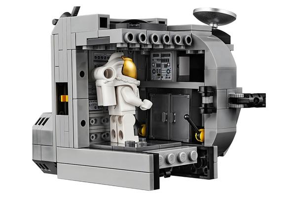 LEGO выпустила особый набор конструкторов к юбилею высадки на Луну