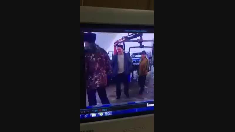 Пьяный водитель ударил ножом остановившего его инспектора ДПС.