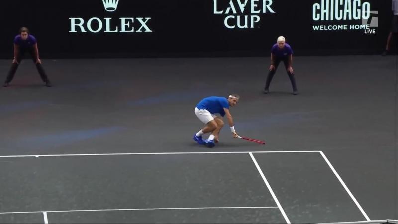Джон Изнер подаёт Федереру в тело/Laver Cup (Betting good tennis)