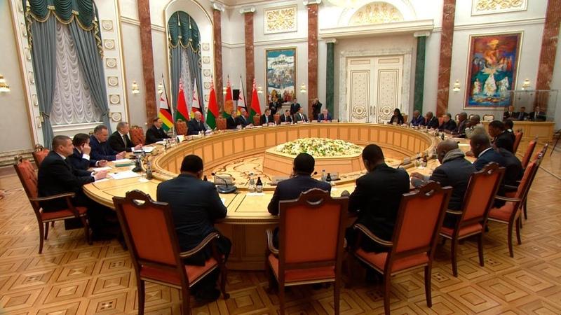 Беларусь стремится к выходу на стратегический уровень сотрудничества с Зимбабве Лукашенко