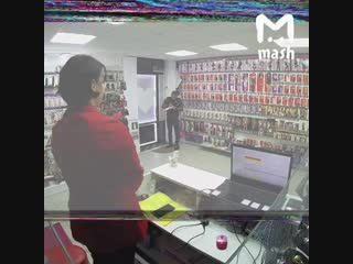 В Москве парень долго собирался с силами, чтобы ограбить секс-шоп, но продавщица оказалась жёстким доминантом.