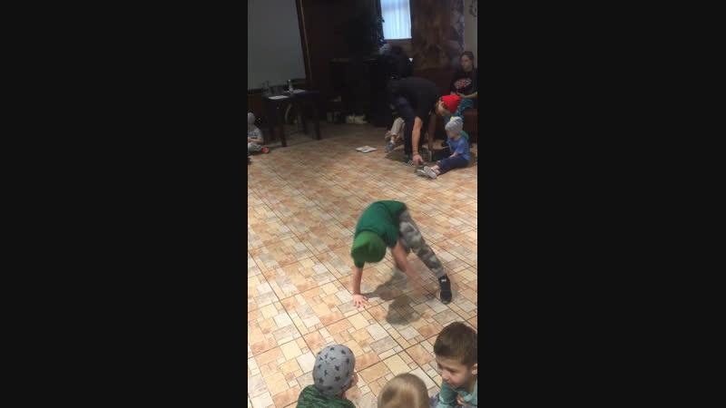 Мой брат💖 танец брейк-данс ☺️