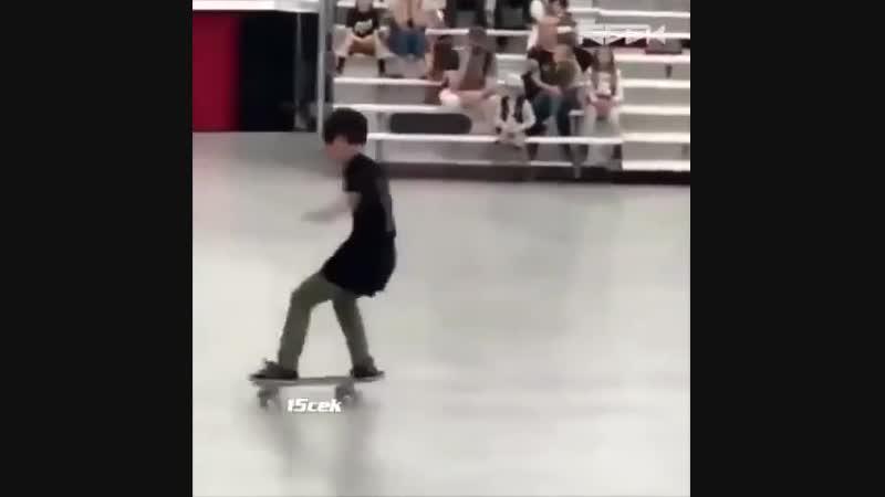 Маленький заклинатель скейтборда