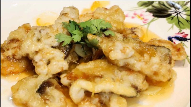 гобаожоу (жареные кусочки свинины в кляре в кисло-сладком соусе)