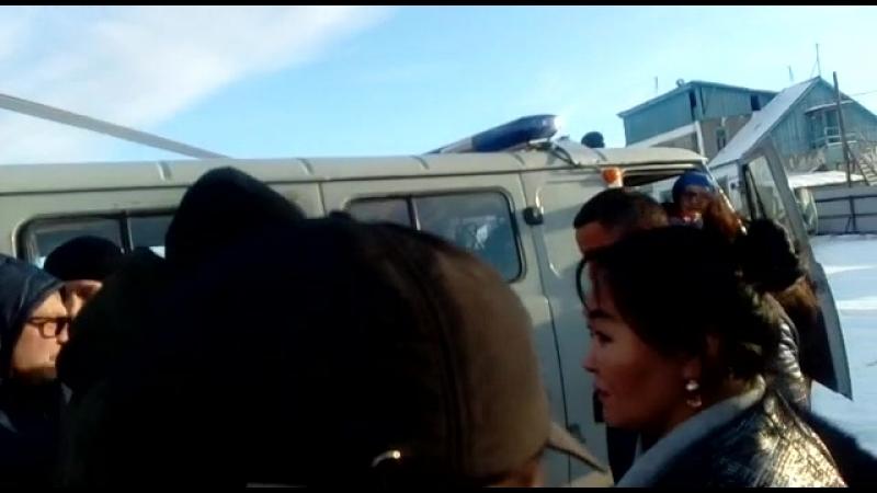 Видео с выжившим в Момском улусе Александром Новосельцевым после четырех суток в ущелье
