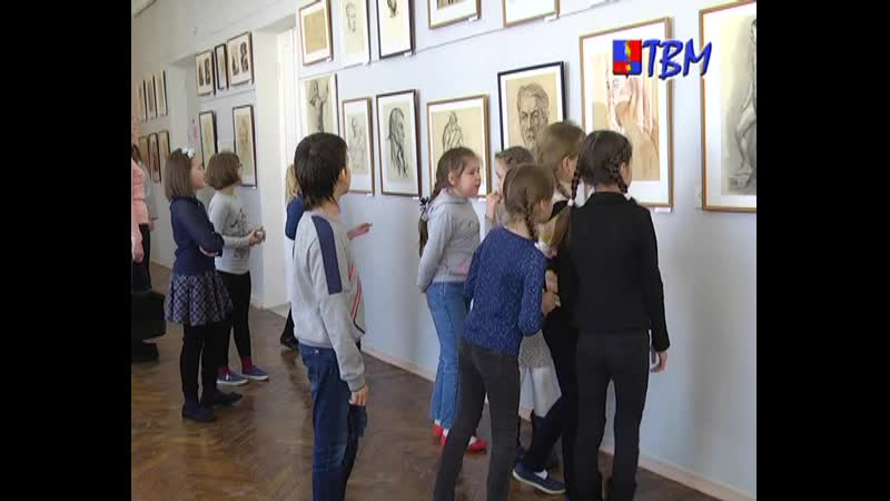 В рисунке - мысль, эмоция, движение. Открылась выставка «Графические миры Владимира Воробья».