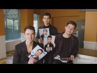 Jonas Brothers Joke About Pranking Each Other Laugh at Their 2000s Haircuts [RUS SUB]