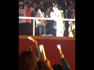This is so fun when Donghae got attack by d fans