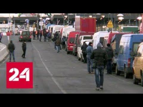 Украинцы бегут от военного положения за границу - Россия 24
