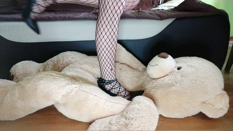 Teddy Bear!! Full weight trampling with high heels. No mercy !!