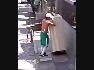 Ушёл от жены - холодильник бери с собой!