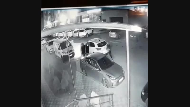 Краснодарец с топором отомстил все автомобилистам кто паркуется на зебре