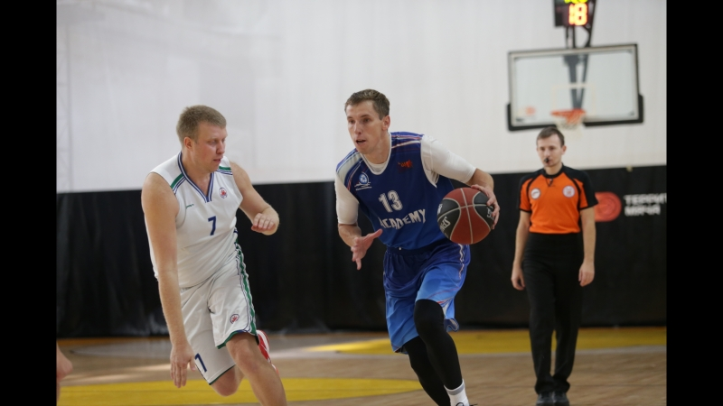 Георгий Баукин (SSDA-Академия) забивает победный бросок в матче 1 тура МЛБЛ-Москва