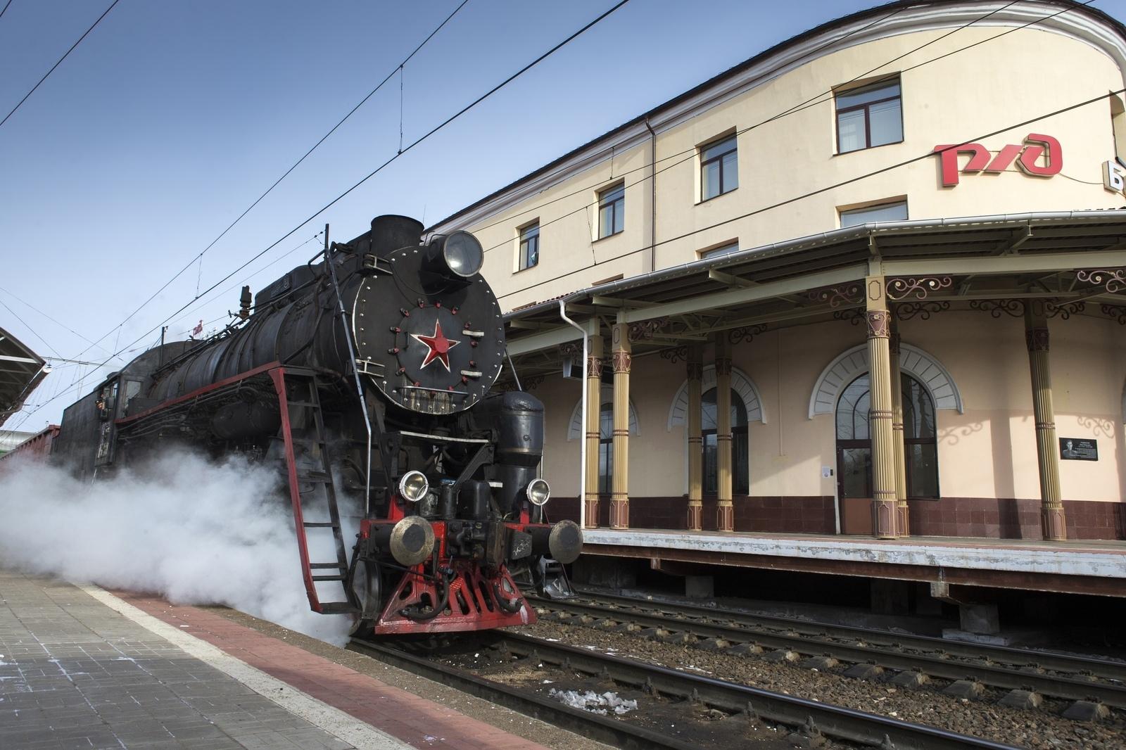 Первый в России регулярный пассажирский маршрут пригородного поезда на паровой тяге