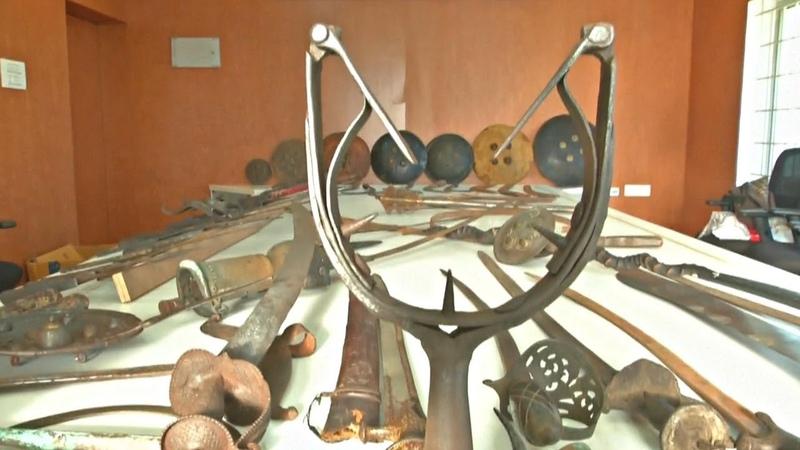 2000 старинных клинков и мечей собрал индийский коллекционер